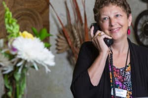 receptionisth answering phone